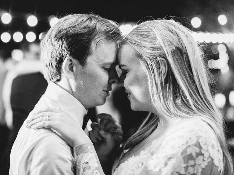 outdoor intimate reception in las vegas wedding photographer
