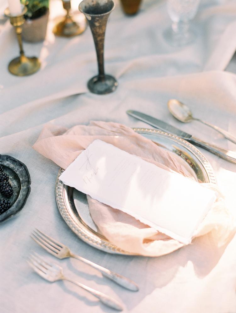 romantic graceful intimate tablescape ideas