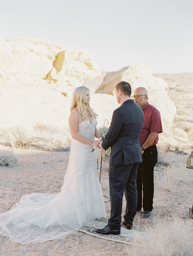 valley of fire gold ridge wedding photo
