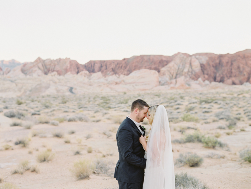 las vegas desert elopement ceremony locations
