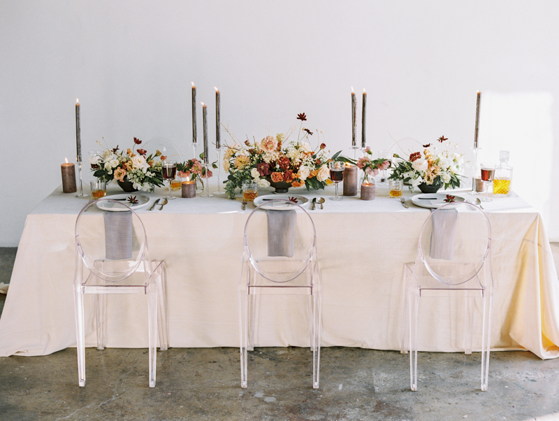 modern wedding table ideas with ghost chairs