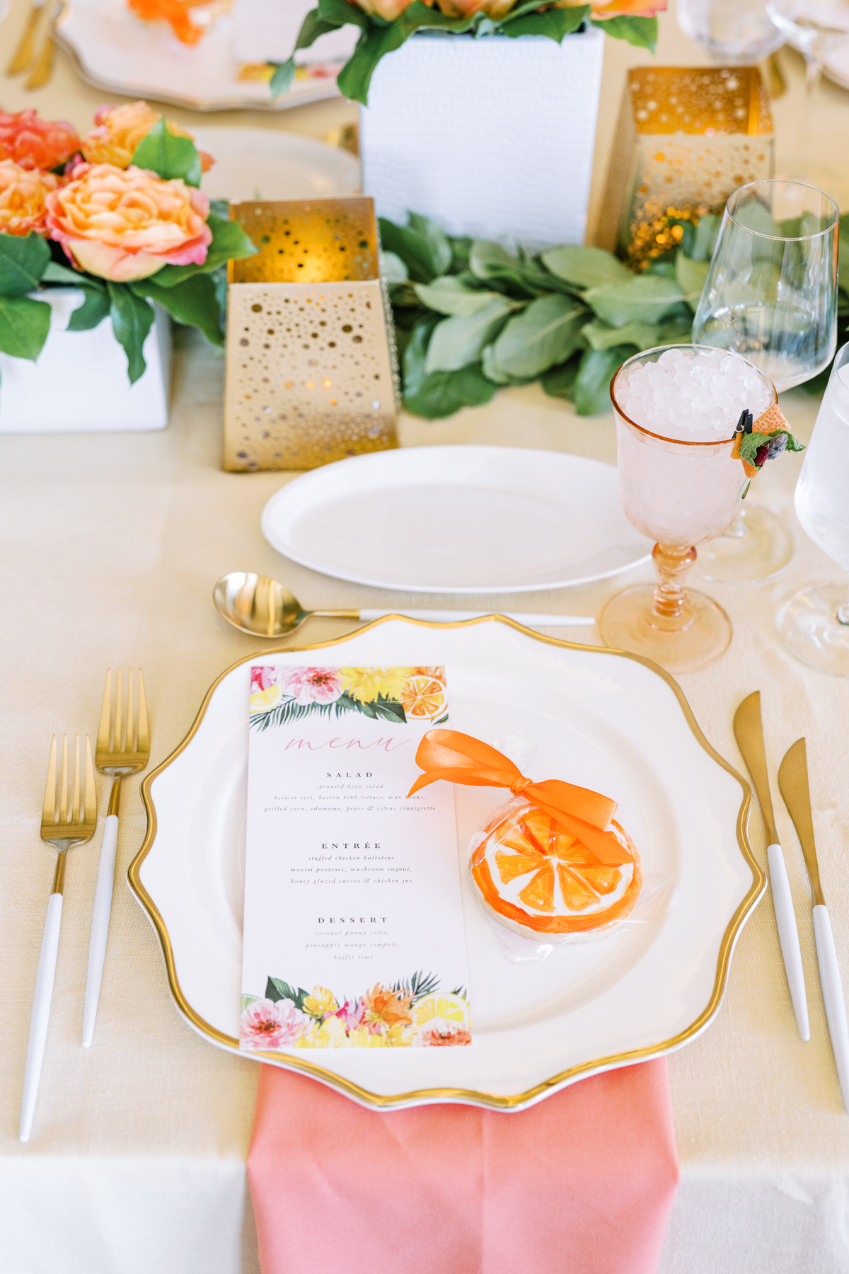summer weddings with bright colors and fruit