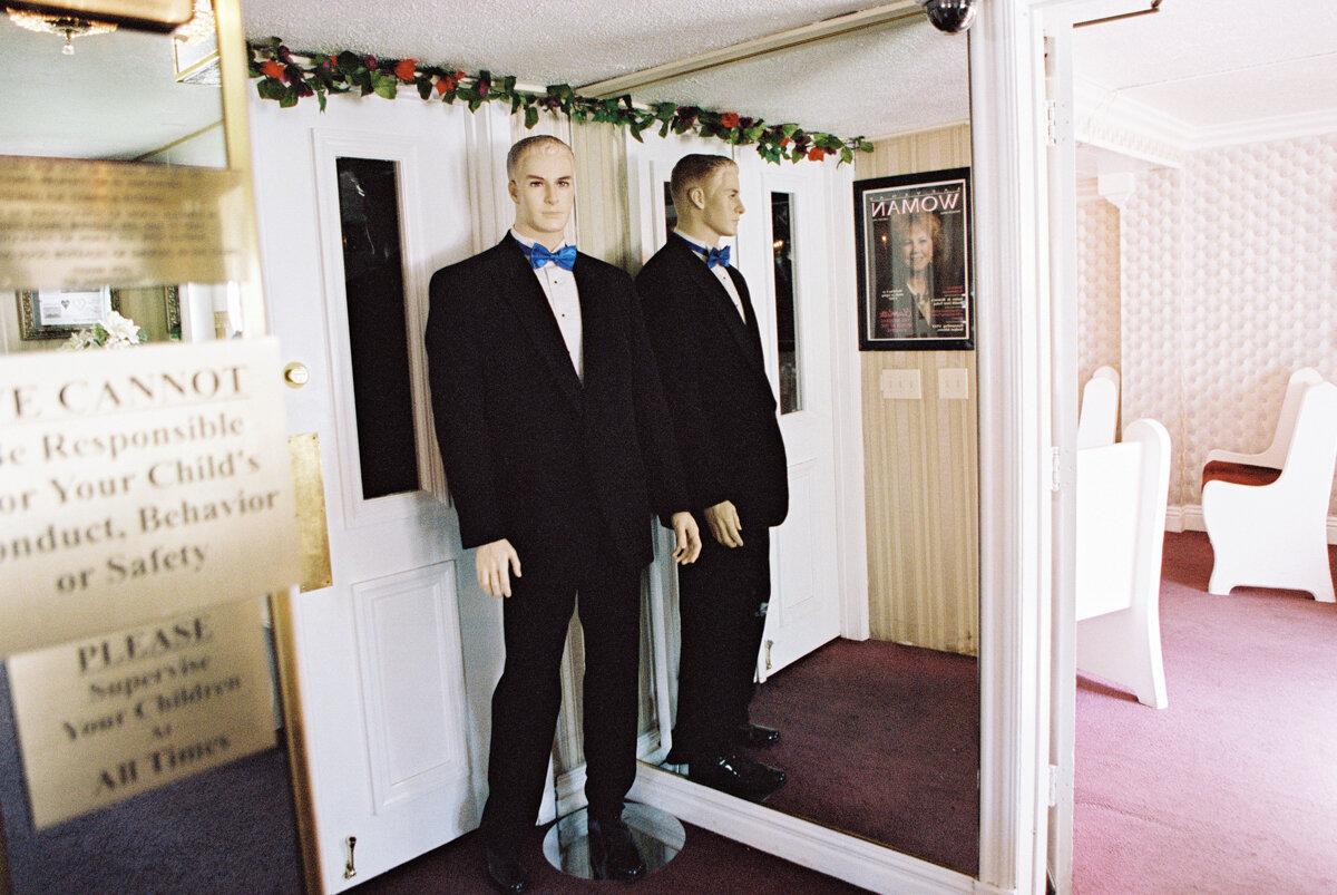 little white wedding chapel elopement 3.jpg