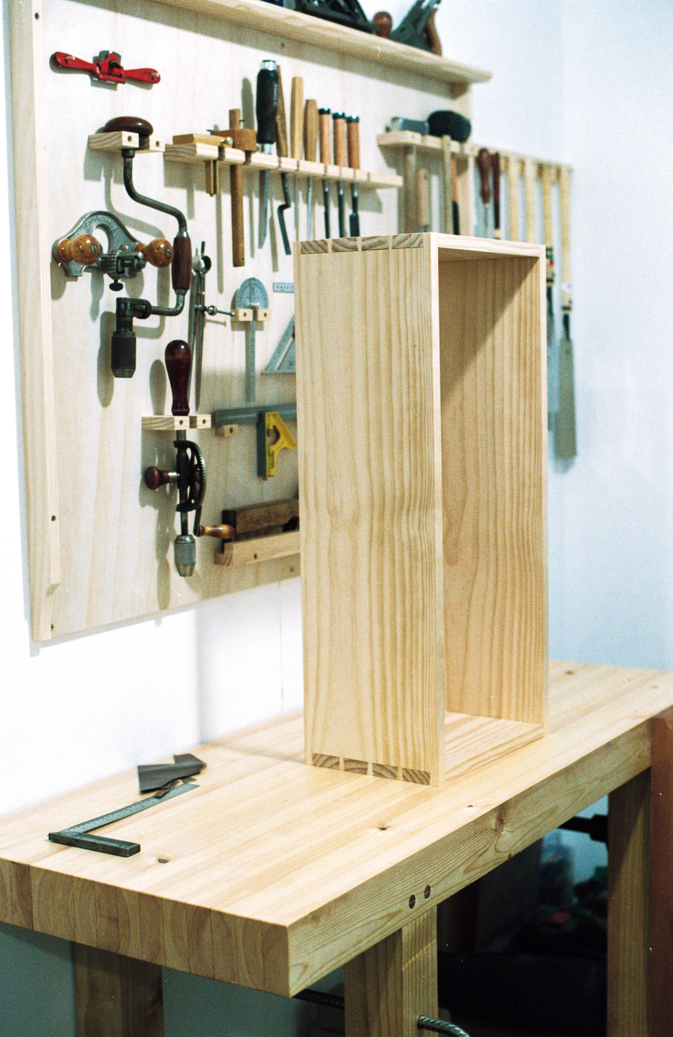 Dovetailed wall cabinet PF