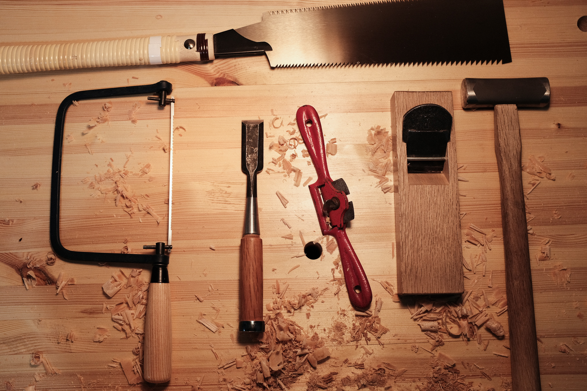 Hand tools to cut a circle in wood PF