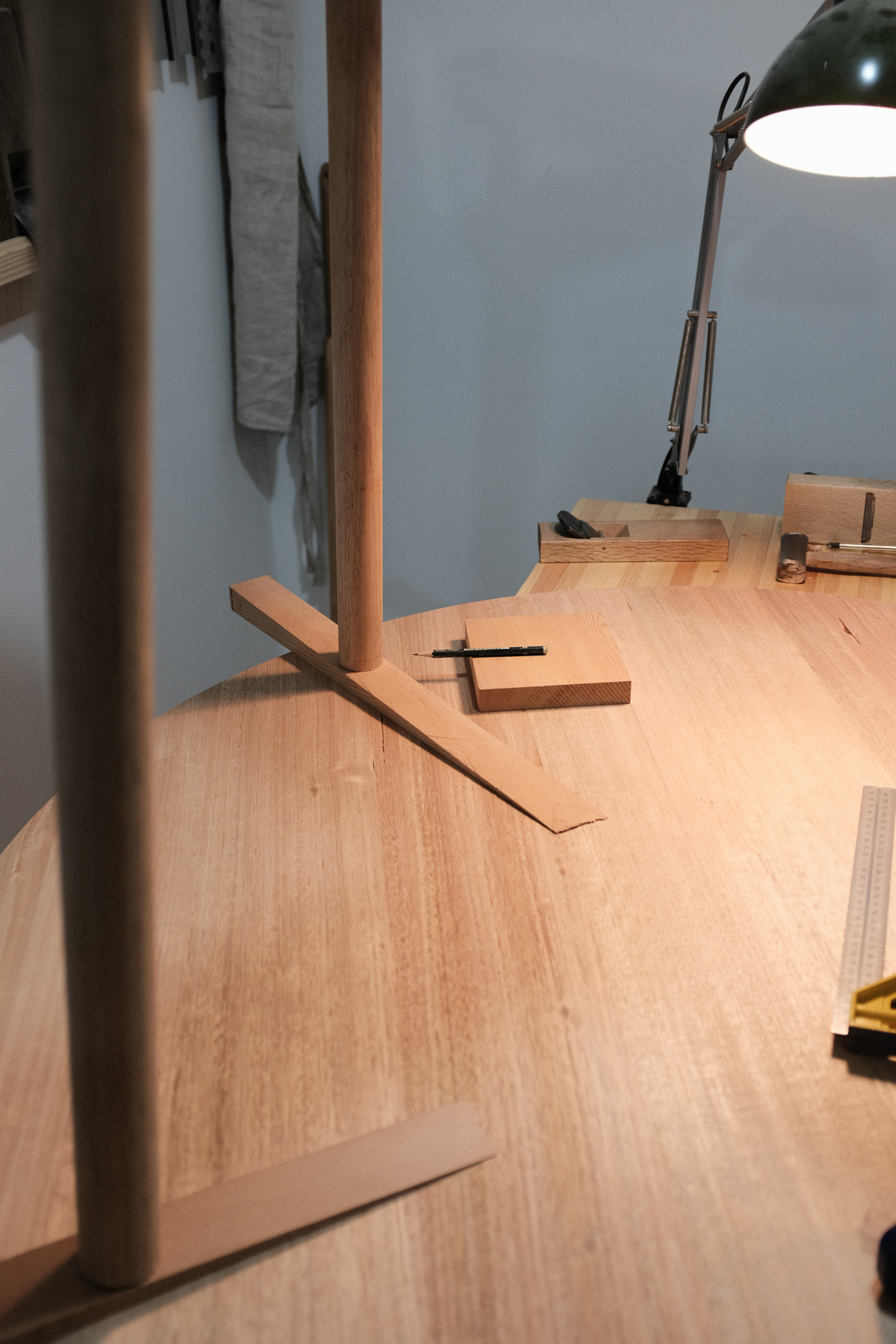 Leveling tete-a-tete table legs PF