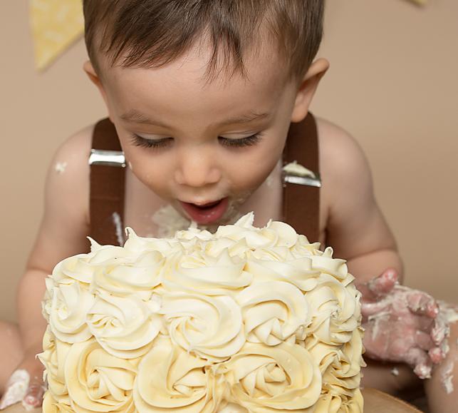 cake smash yellow face plant