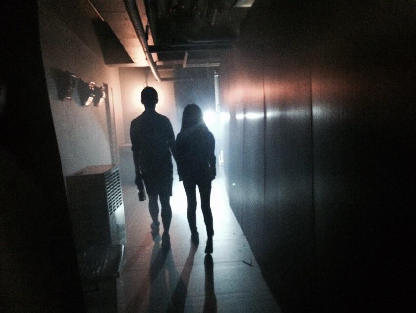 想入市集?先要走過又長又黑嘅神秘隧道。