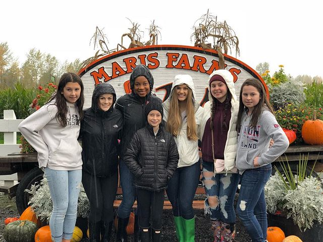 Pumpkin patch fun with some celebrities🤩🎃 #spookyseason