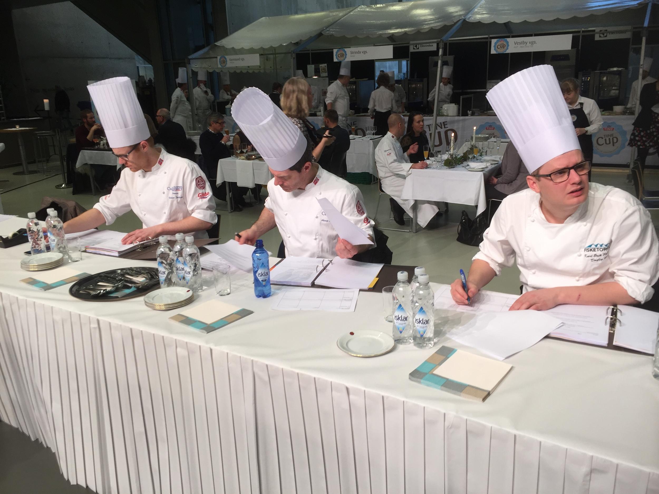 Når de beste VG 2 kokk- og servitør elevene i Norge møtes til dyst, må man også ha de best kvalifiserte dommerne.