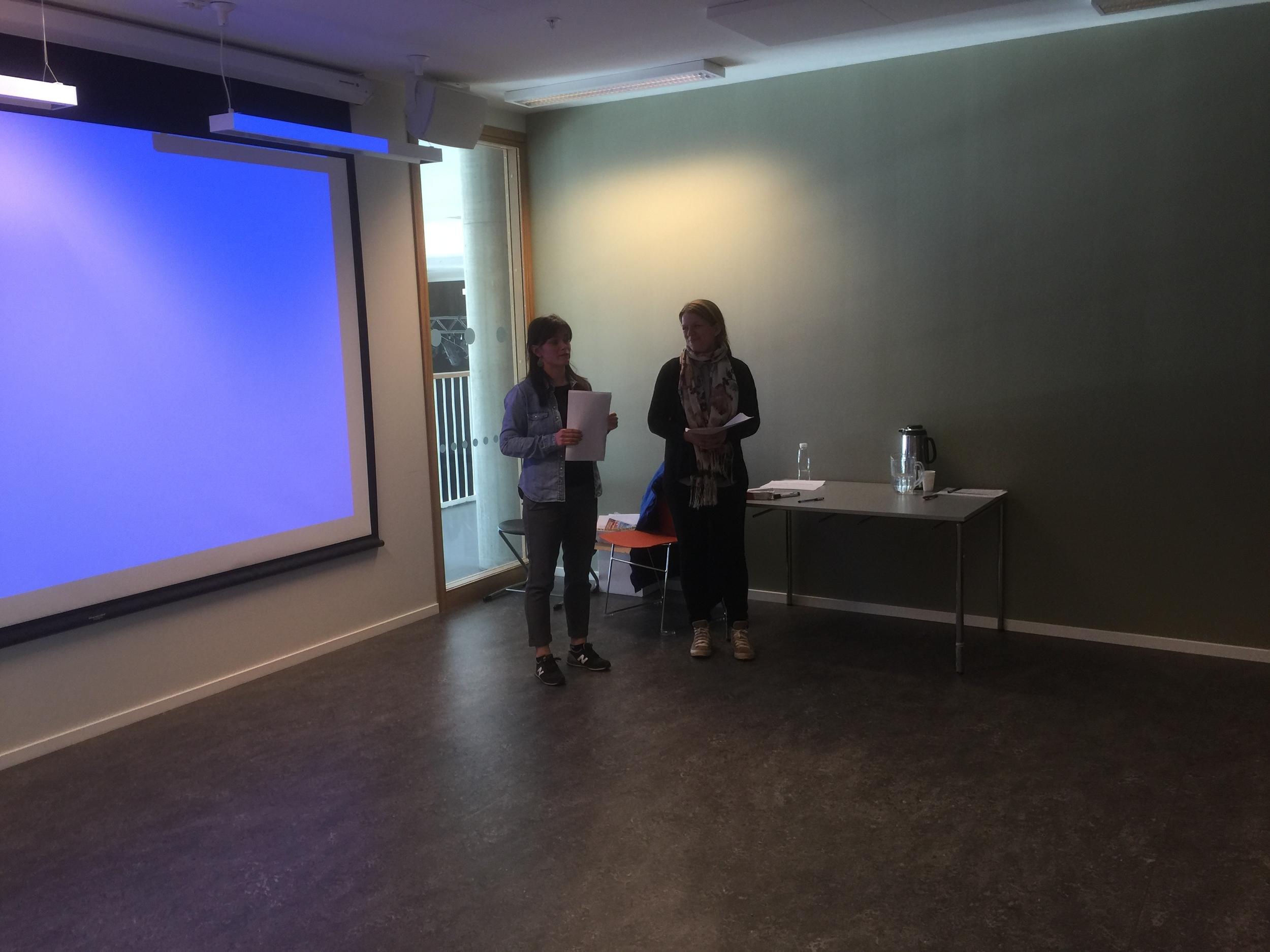 Stephanie Bang Munkvold fra opplæringskontoret for mat- og servicefag og Åslaug Hennissen fra OI Trøndersk mat og drikke as var to av jurymedlemmene, sammen med Kåre Presthus fra Ungt entreprenørskap.
