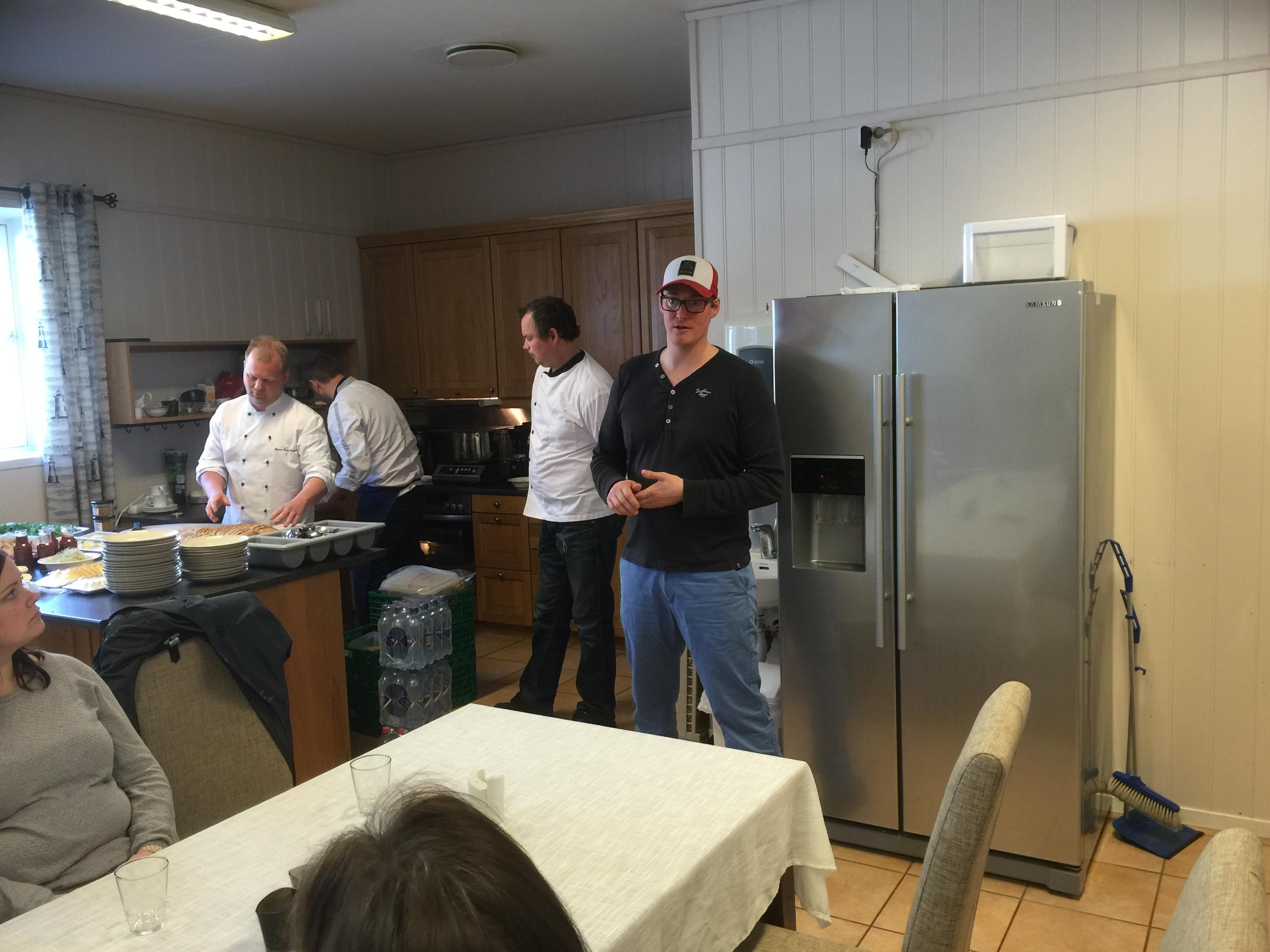 Her er vi på produksjonslokalet til Reins Kloster iskrem og Reins Kloster øl. Bryggerimesteren forteller om hvordan de lager øl og prosessen rundt det. I tillegg ble det servert en fantastisk lunsj med lokale produkter fra guttene bak Fosenmat.