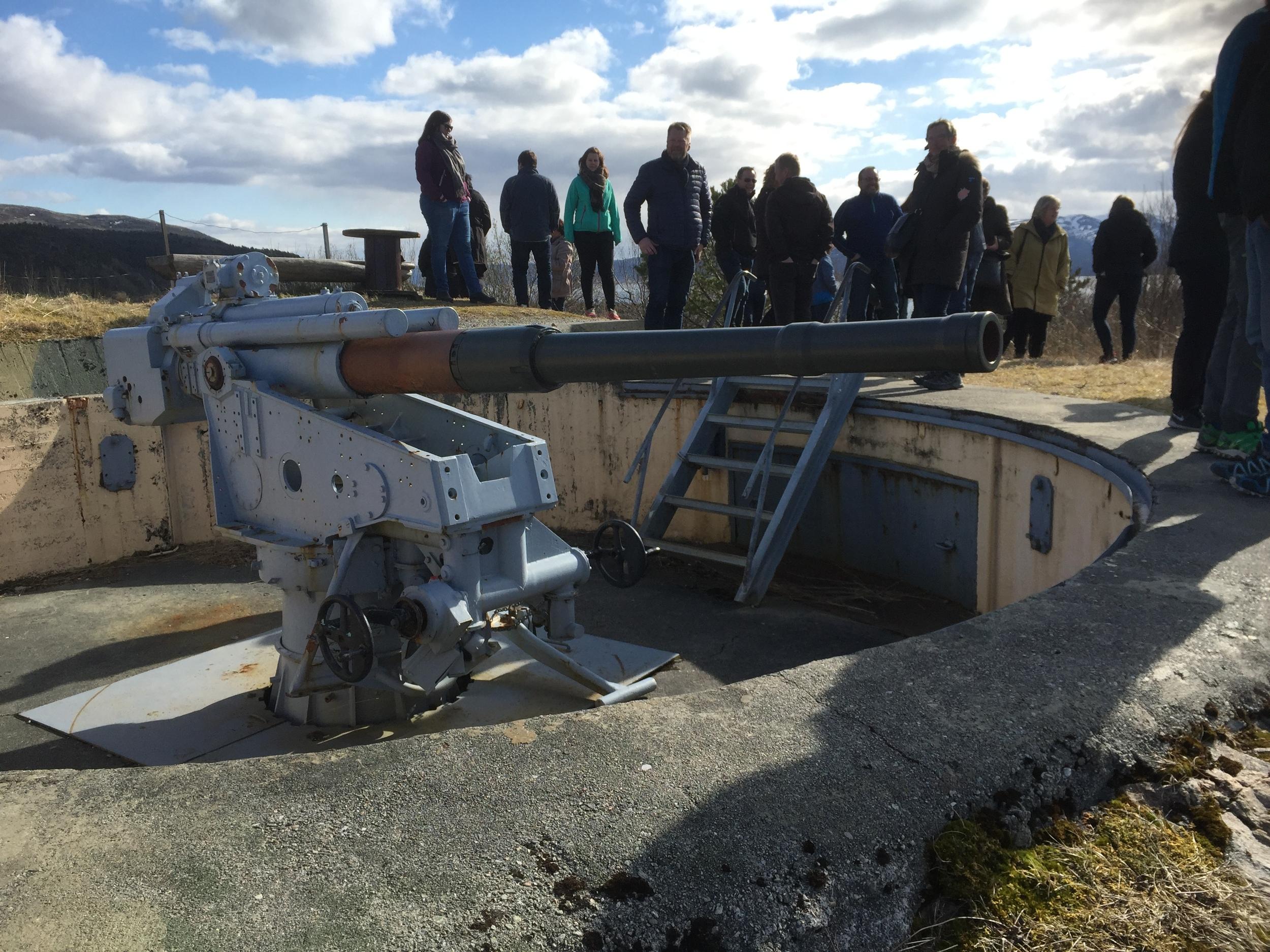"""En liten tur på kanonstilingene på Hysnes Fort før vi inntar middag i """"Kasernen"""""""