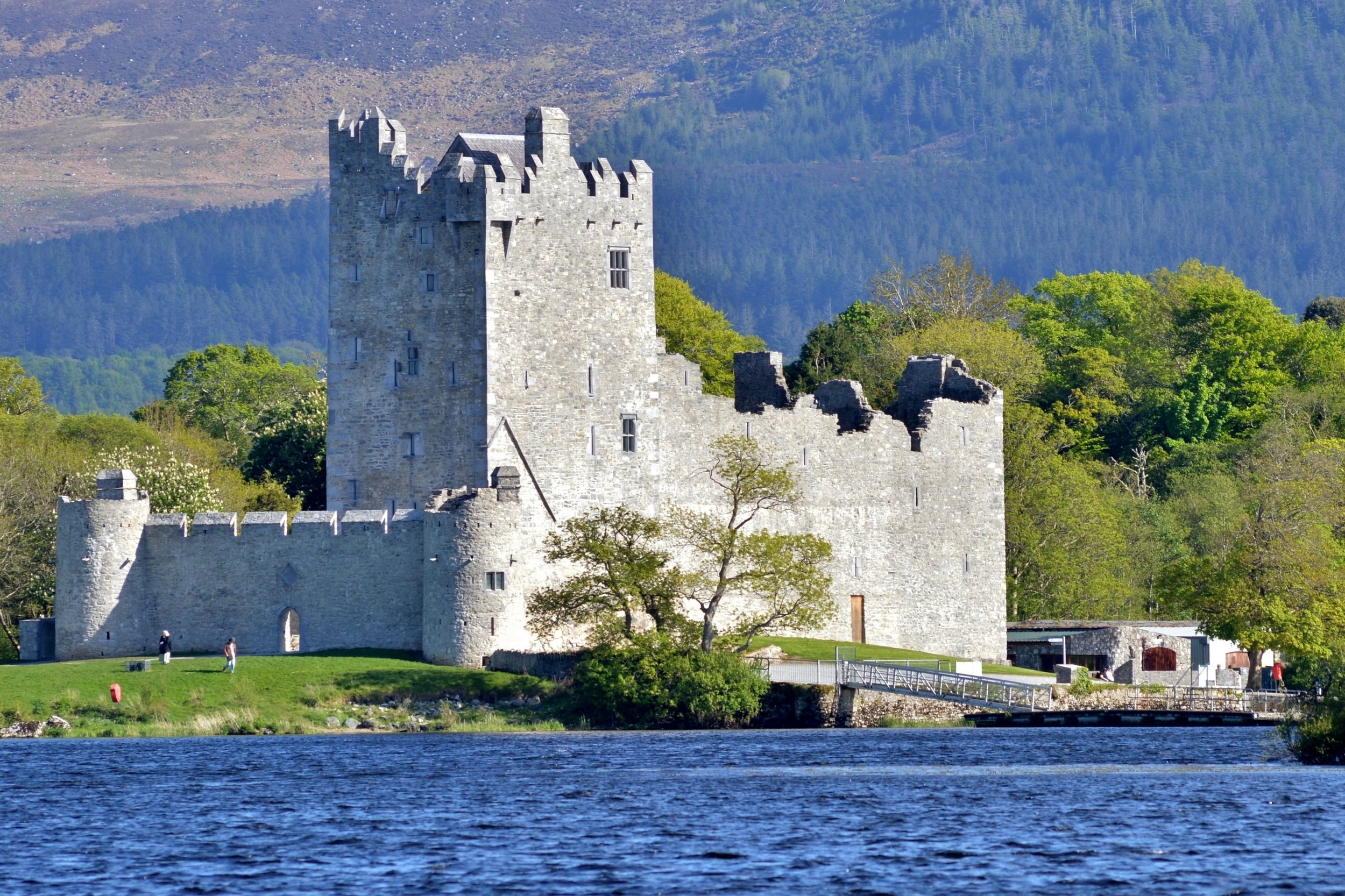 Ross_Castle_and_the_Lakes_of_Killarney.JPG
