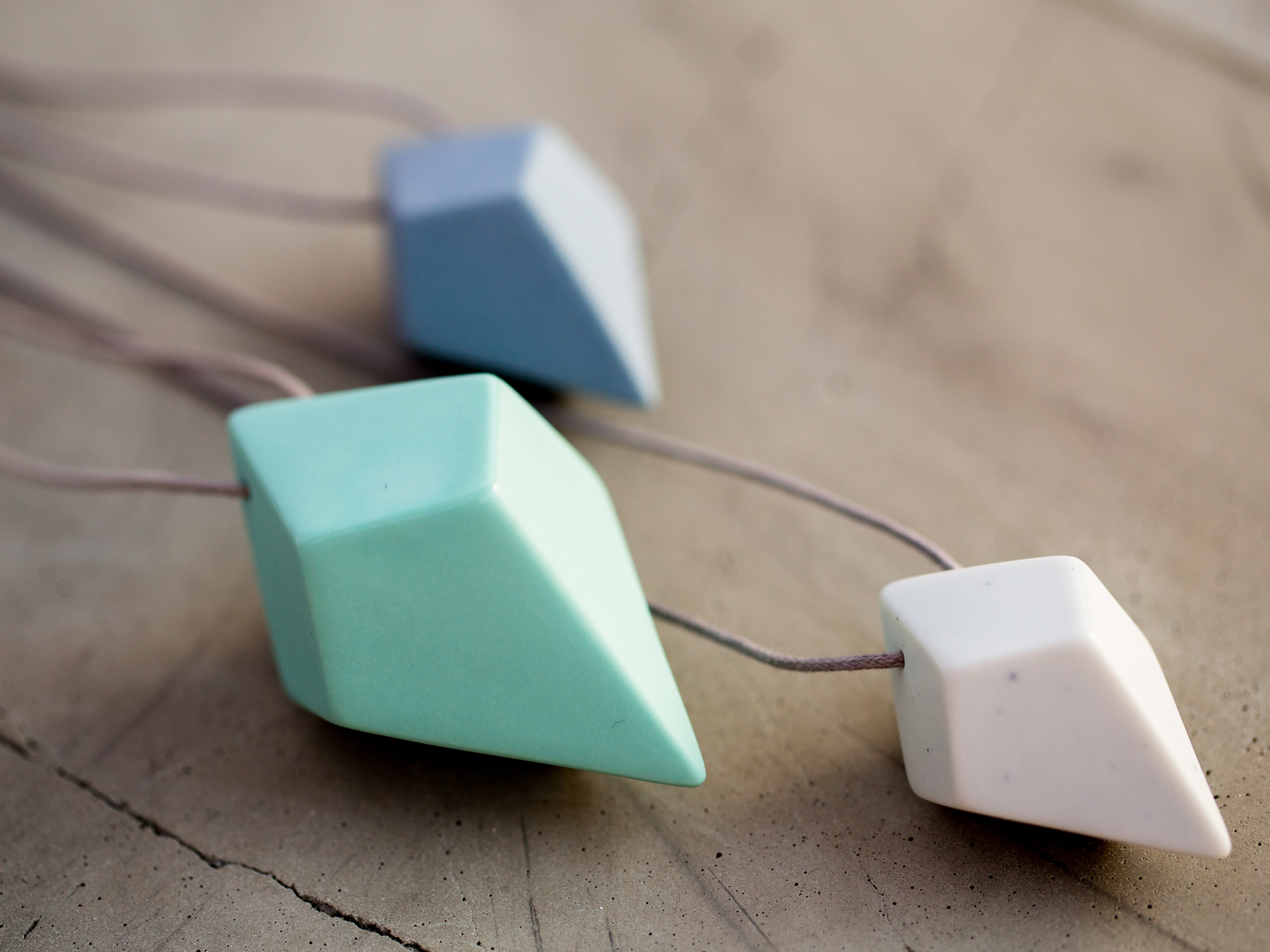 FACET-Necklace-Store-S3.jpg