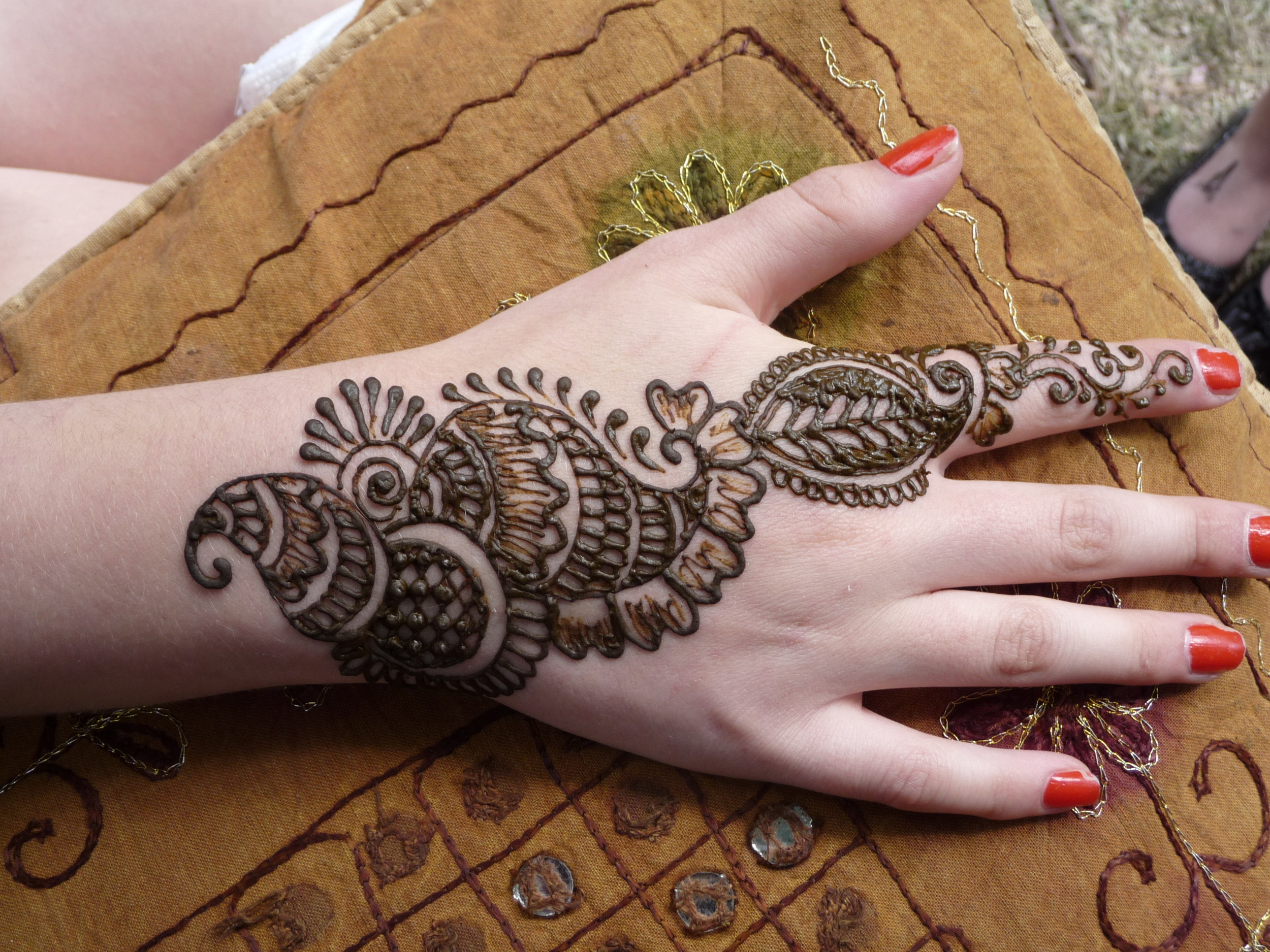 henna stall pattern to print.JPG