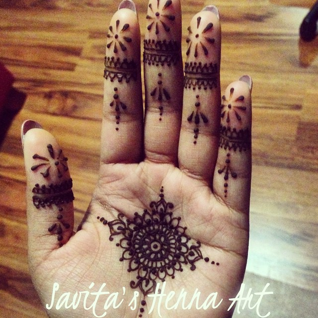 Fine lace work and another mandala ! #savitashennaart #henna #hennaart #hennatattoo #temporarytattoo #indianbride #paisley #art #bridalhenna #naturalhenna #mehndi #mandala #mehendi #melbournehenna #mandalamaze
