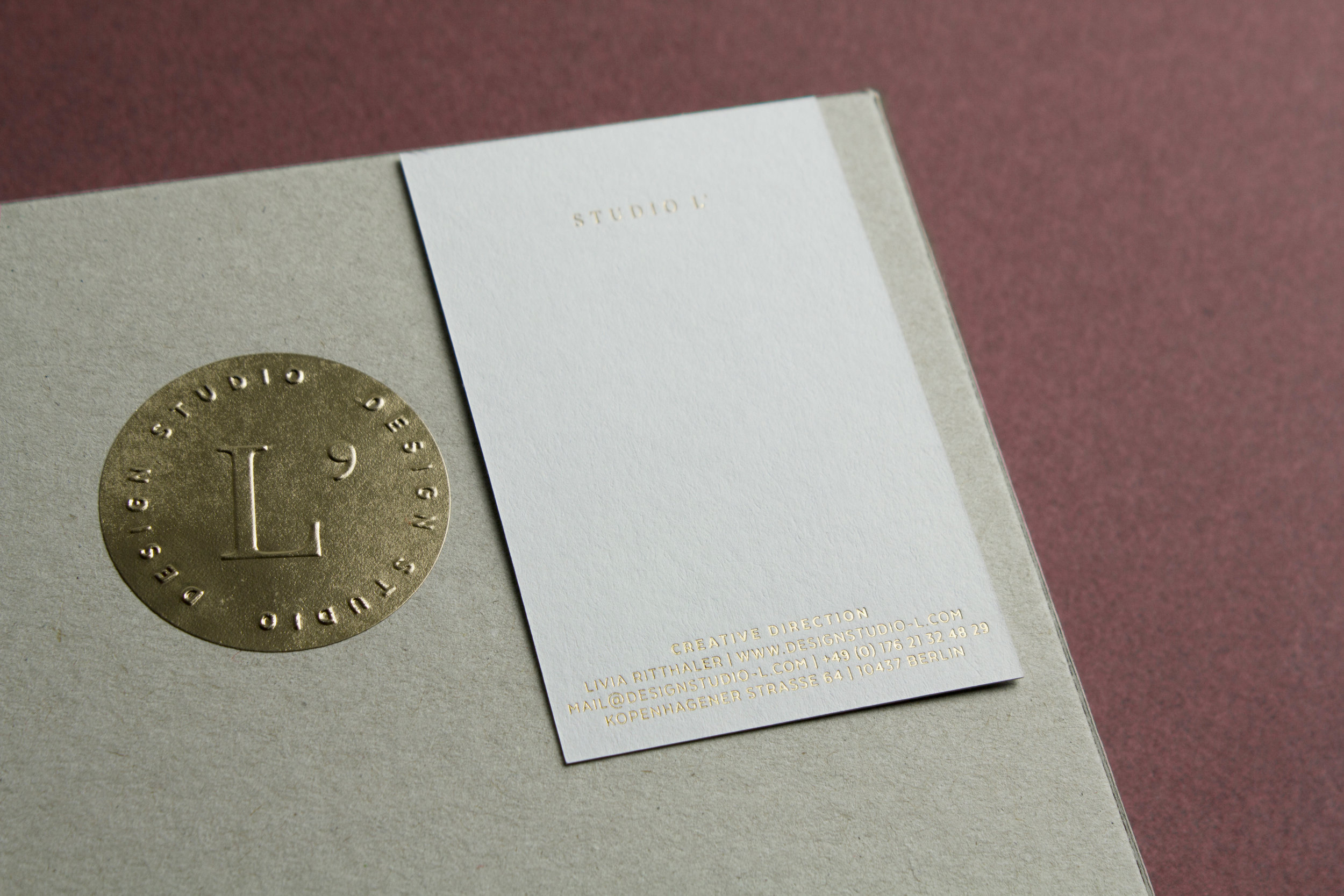Livia_Ritthaler_Studio_L_Box_Card_Gold_Corporate_Design.jpg