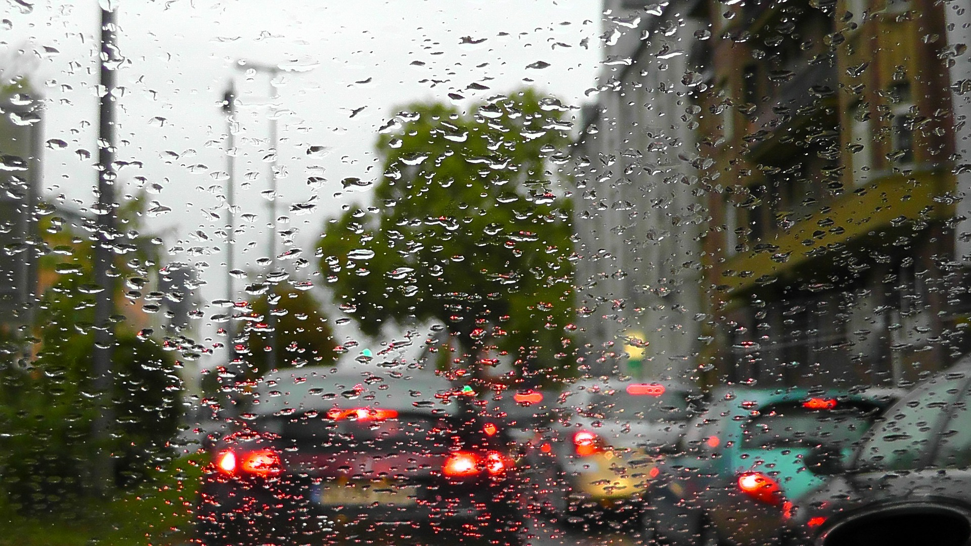 rain-77339_1920.jpg