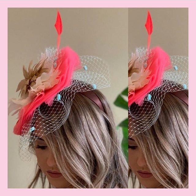 All about those layers!!! #headcandi #raceday #derby #oaks #runfortheroses #littlewhitedress #millinery #headcandi #fashion #derbystyle #style #headwear #fascinator #kentuckyderby #coral