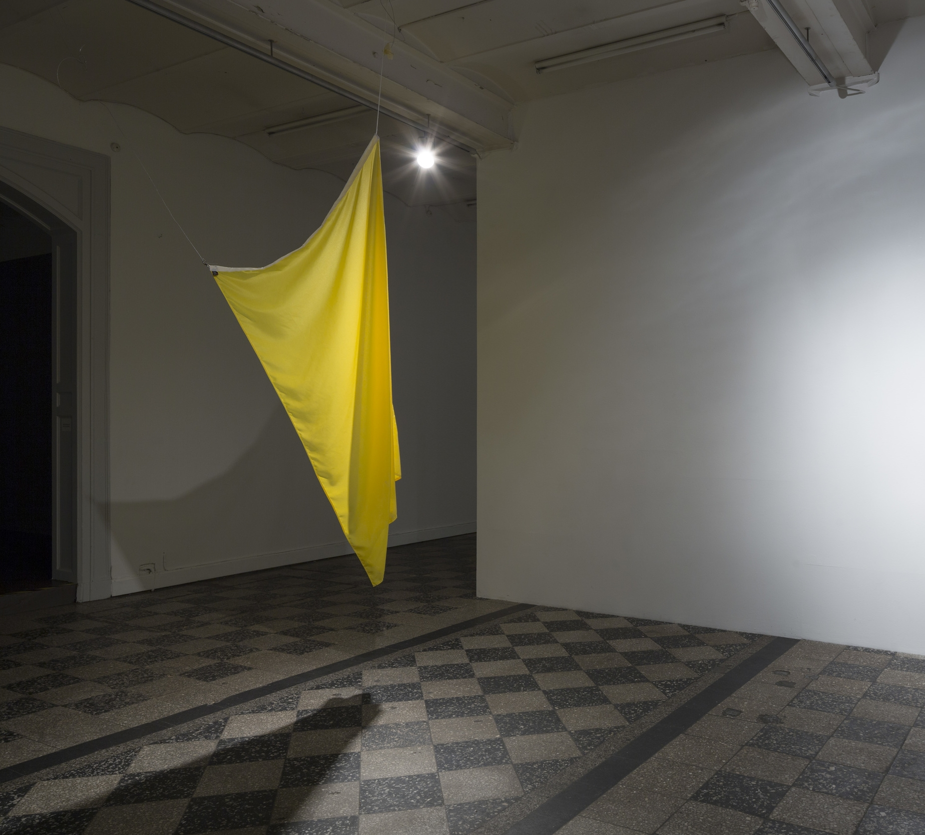 QUEBEC Dimention: 200x100 cm Materials: Nylonflag, wire.