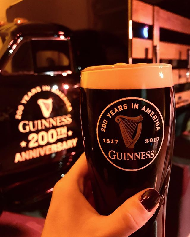 Celebrating 200 years of @guinnessus 🎉🍺#newyorkfoodbabes #guinness200thanniversary