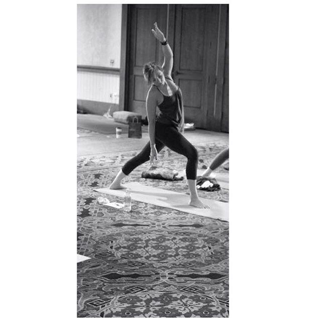 🙏🏻 International Yoga Day 🙏🏻 Thank you @claudinebeeson for always being such an amazing teacher! . . . . . #yoga #internationalyogaday #retreat #lovingyourself #peaceandlove #summersolstice