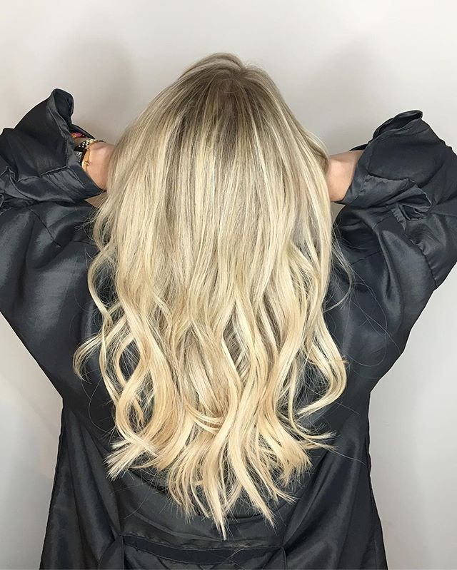 ▪️E X T E N S I O N S ▪️ . .  STYLE/EXTENSIONS #mywork  EXTENSIONS @greatlengthsusa COLOR @lolavitalochicagomua . . . . #extensionspecialist #greatlengthextensions #strandbystrand #chicagogram #oribeobsessed #behindthechair #hairinspo #brookeingram #blonde #blondehighlights #balayage #summerlooks #chicagosalon #beauty #reneefeldmansalon