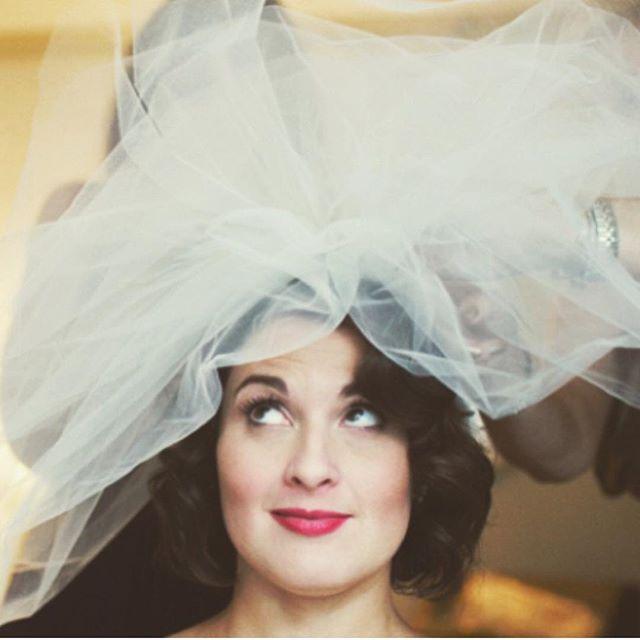 •VINTAGE BRIDE• Bride @simelaud  Style #mywork Venue @spiaggiachicago . . . #weddinghair #chicagobeauty #behindthechair #chicagowedding #vintagestyle #shorthairdontcare #rfs #theknot #americansalon #reneefeldmansalon #weddingseason #cswedding #picoftheday #hairstyles #hairinspo #weddinginspo
