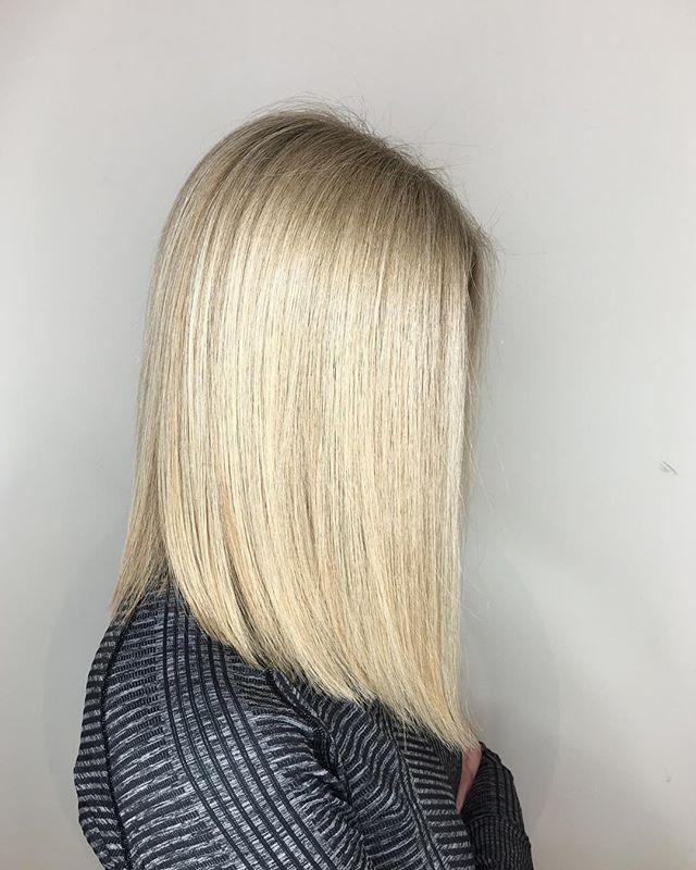 ✨BLONDE BOB✨  COLOR @color_du_josh  CUT #mywork . . . #chicagobeauty #bobhaircut #blonde #cleancut #oribe #nofilter #behindthechair #americansalon #chicagostylist #reneefeldmansalon #shorthairdontcare #oribeobsessed #balayagelove #balayage