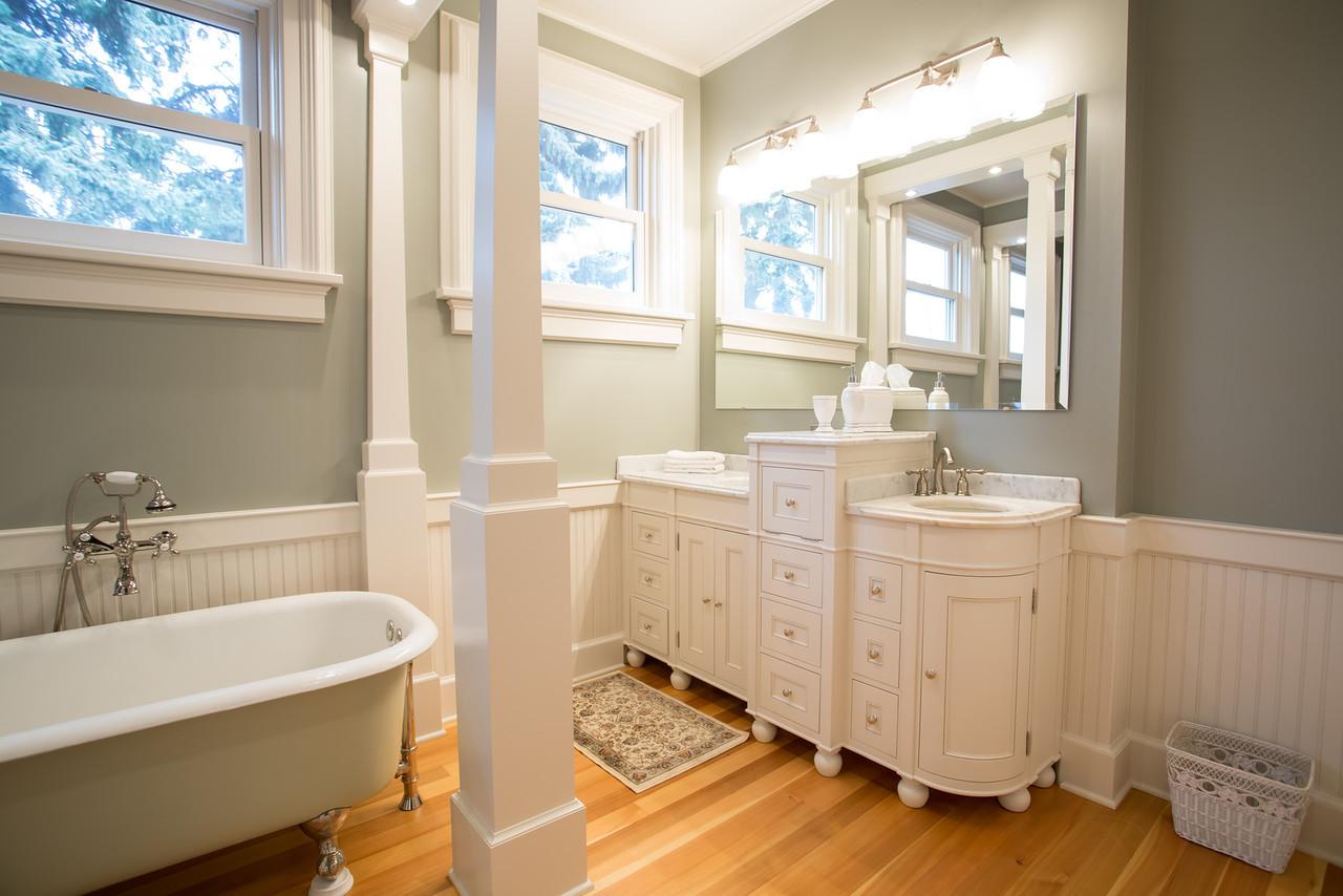Reese Bathroom-29-X2.jpg
