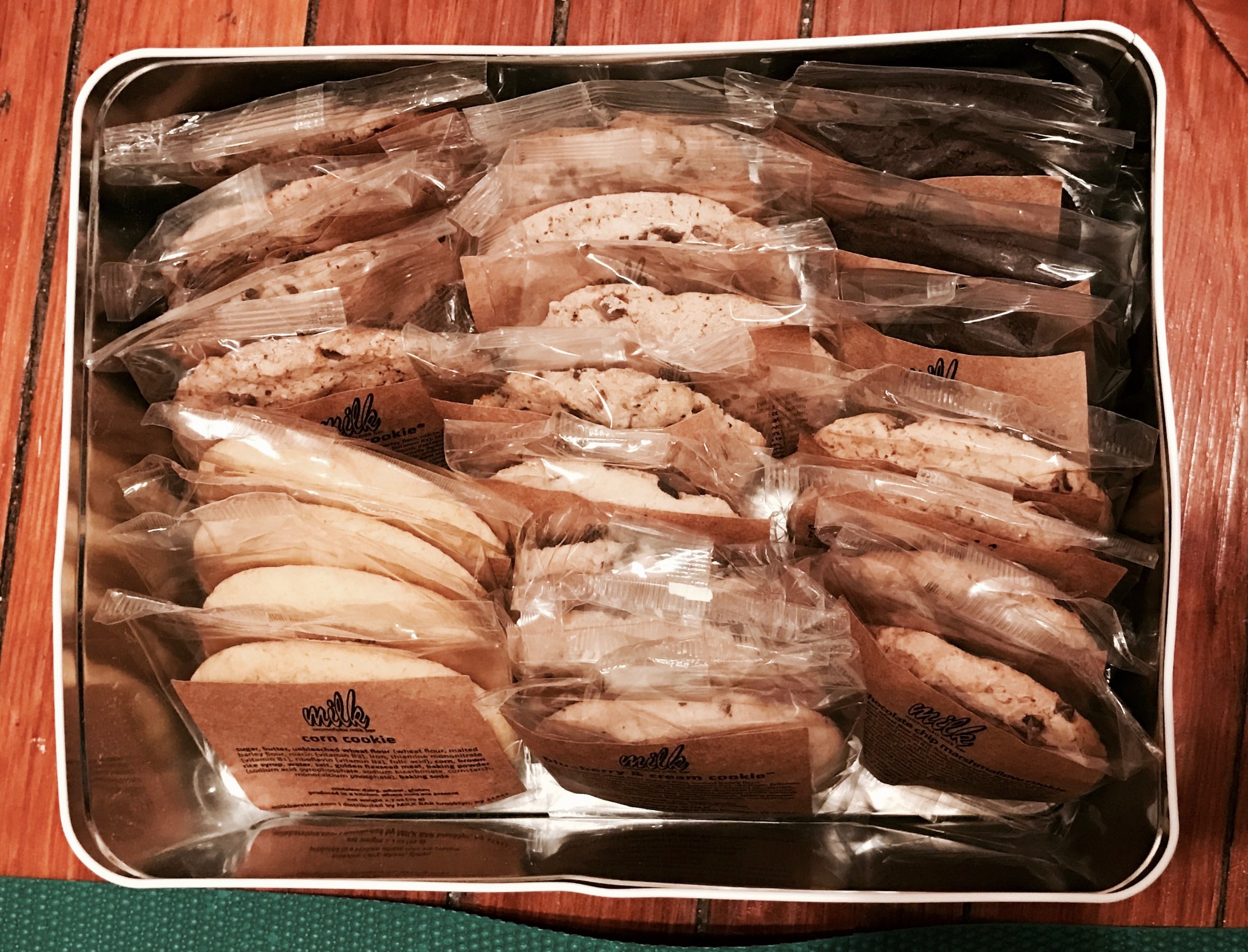Look at all those cookies! (image via zoesessums)