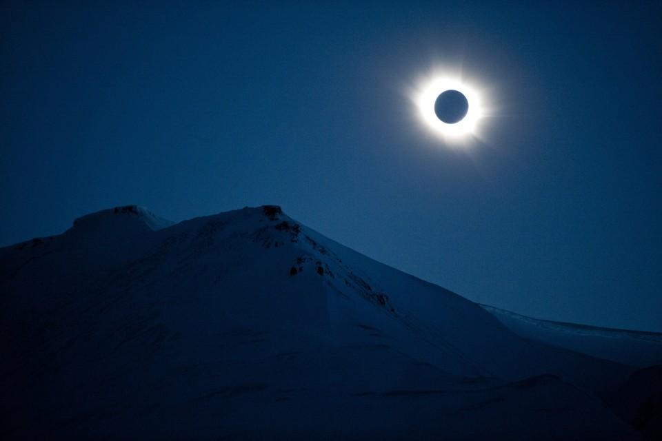 A total solar eclipse in Svalbard, Longyearbyen, Norway, on March 20, 2015. (image by Jon Olav Nesvold / Stringer / Getty via the atlantic)