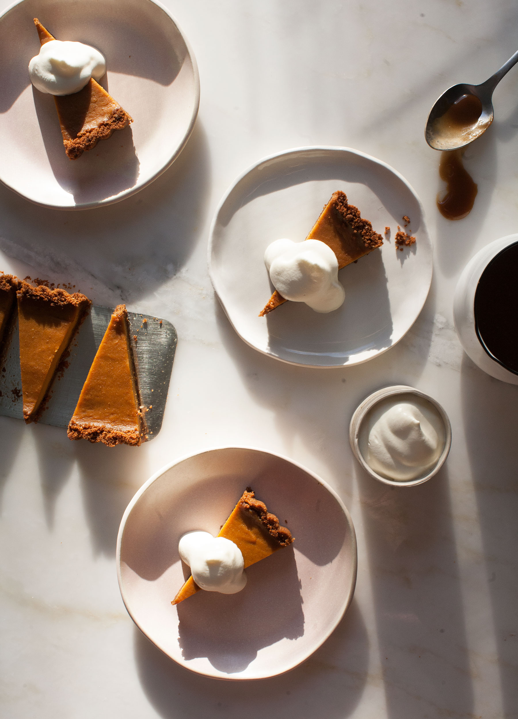 Look at this stunner: butterscotch pumpkin pie. (via  acozykitchen )