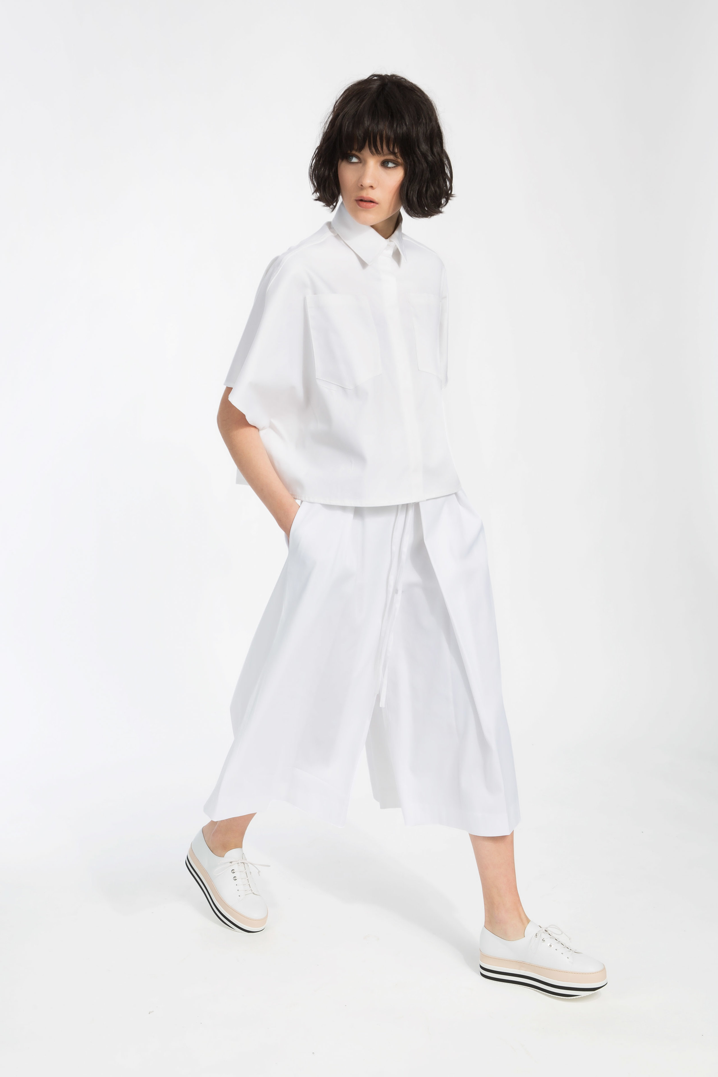 Deena - ....Cropped shirt with shortDolman sleeves..Chemise courte, auxmanches écourtées....