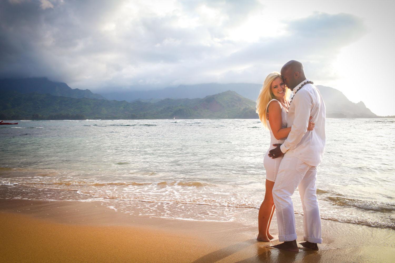 Couple beach photography Oahu
