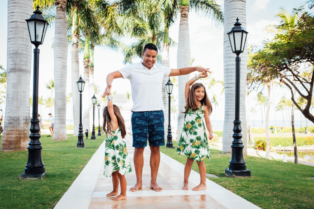 Grand Wailea family photo Pacific Dream Photography 04.png