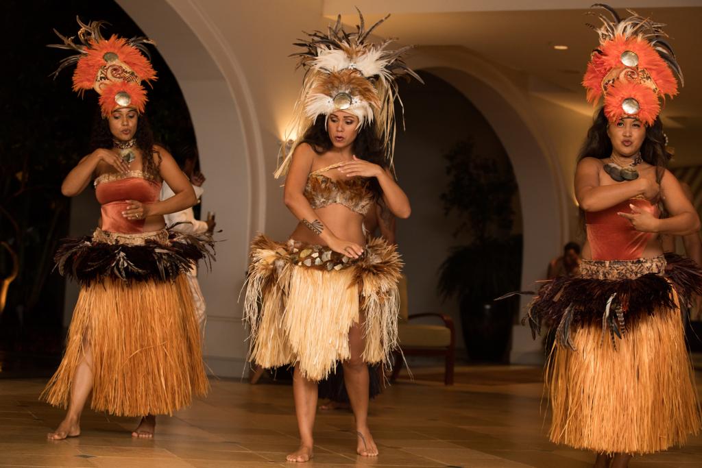 Hawaii Photographer - Luau - dancer 03.png