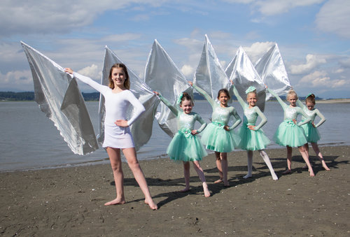 EMERALD- Junior 1 Ballet(6-7 years) - $450/yearThis class not only teaches basic classical ballet components, but the children are encouraged to use creativity, grace and teamwork in their practice to build each other up in delightful dance compositions. *Please make sure to come to class wearing hair in a bun or hair in two French braids into a bun. Please also wear convertible tights, black bodysuit and ballet slippers to each class.Every Monday from 5:30-6:30 pmDiva Fitness & Pilates Studio15141 Russell AvenueWhite Rock, BCInstructor: Ms. Mia Paleyo