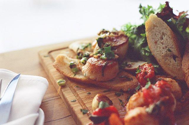 Food on film experiment @julesbistro924   spicy shrimps and scallops with an aperol spritz. Kodak Ultramax 400 // #patrickshootsfood // . . . #35mm #toeats #foodphotography #eaters #eateverything #toeats #blogto #foodie #yum #tasty #foodporn #foodie #foodstagram #food🍴#sharefood #freshfood #toeats #foodto #sixeats #6eats  #eat #livetoeat #foodstagram #raptors #leslieville  #food❤️ #eat🍴  #torontobloggers #nyceats #potd #patrickshootsfood #eeeeeats