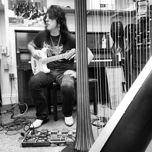 meTal god Joe Stump teaches pedal to us harpists.