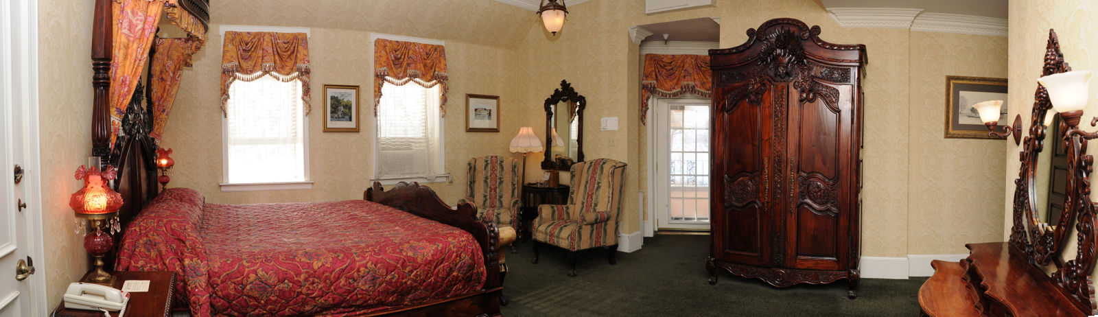 4) Riverview King Parlor with Balcony.jpg