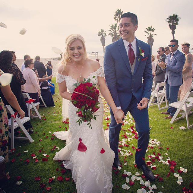 Their smiles says it all. • • • @belfioredesigns  @cs_specialevents  @e.s.mandalaybeach  ##BelFioreDesigns #BelFioreDesignsFloral #BelFioreDeisgnsBrides  #shewantsroses #happywifehappylife #HE I