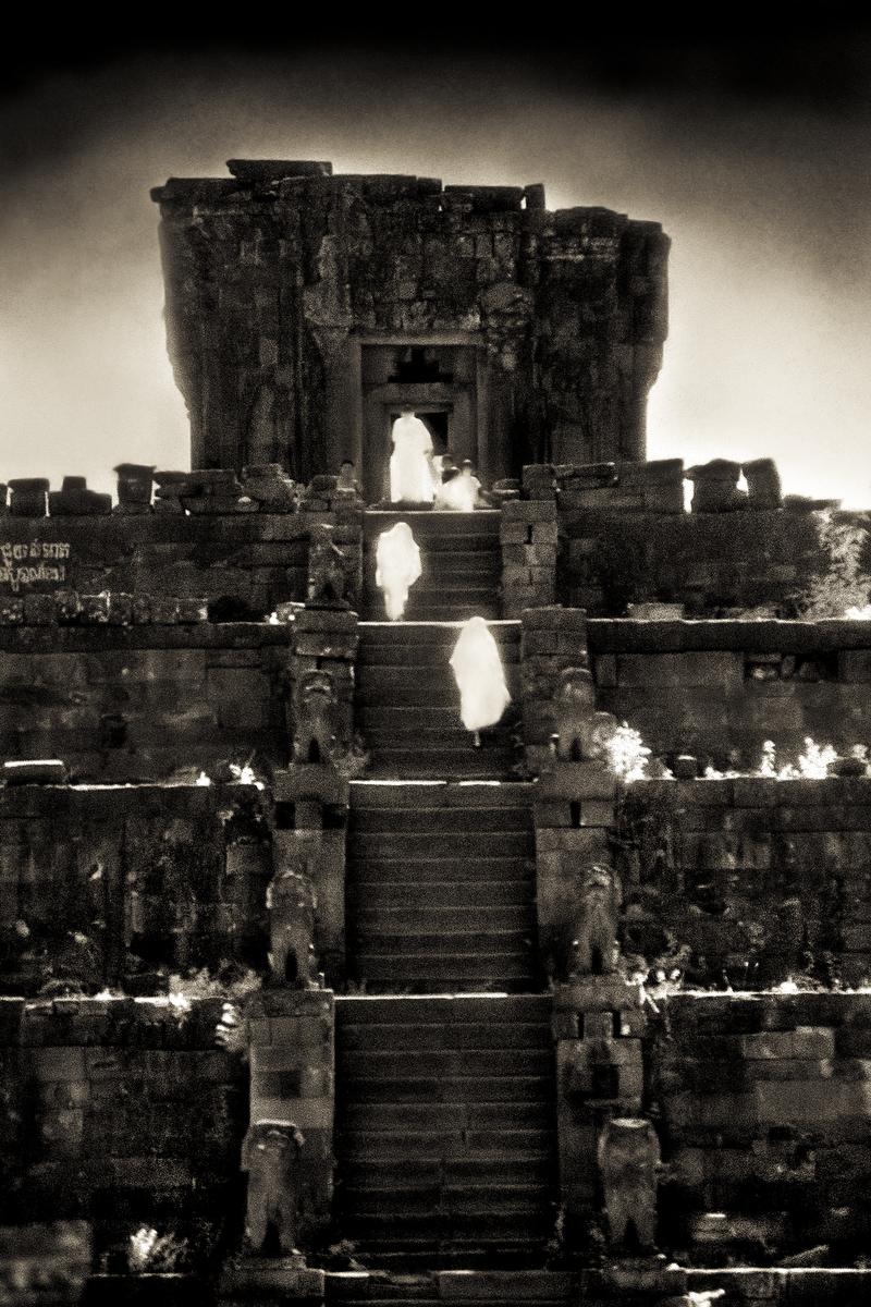 John-McDermott-Monks-Ascending-The-Bakong.JPG