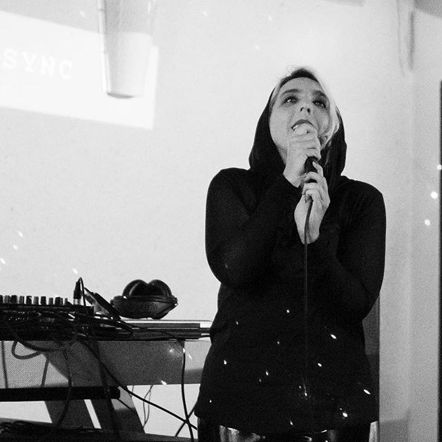 Singing 🎶 📸: @bluhartkopp