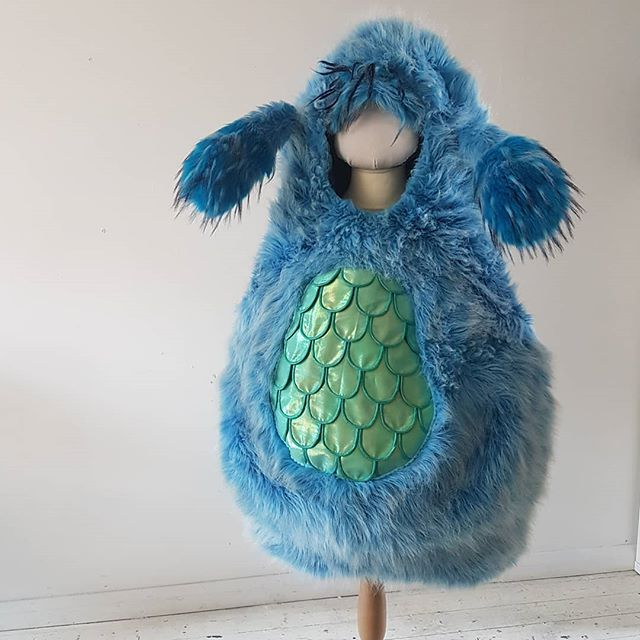 I made this monster costume for a touring children's theatre company a couple of years ago. This week is came back so I could add the tummy scales to convert it into a slightly different monster (unfortunately I don't have it's new horns with me which is why the head is a bit bald). I'm really happy with how well it's lasted, the shape comes from just 3 hoops of crinoline steel sewn into channels in the lining. I made them removable so the whole thing is machine washable 🤓. Check my story today to see the bouncy ears in action. . . . . #littlebluemonster #furry #blue #theatre #childrenstheatre #costumemaker  #freelance #madeinbritain #propcostume