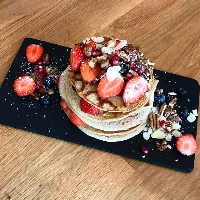 The original and best #ProteinPancakes @pog_dublin 🙌🏼 I used to stop here for coffee and treats between the office and college 2 years ago. Good to see it's still going strong 💪🏼 Plus macros are on the menu 🙌🏼🙌🏼🙌🏼