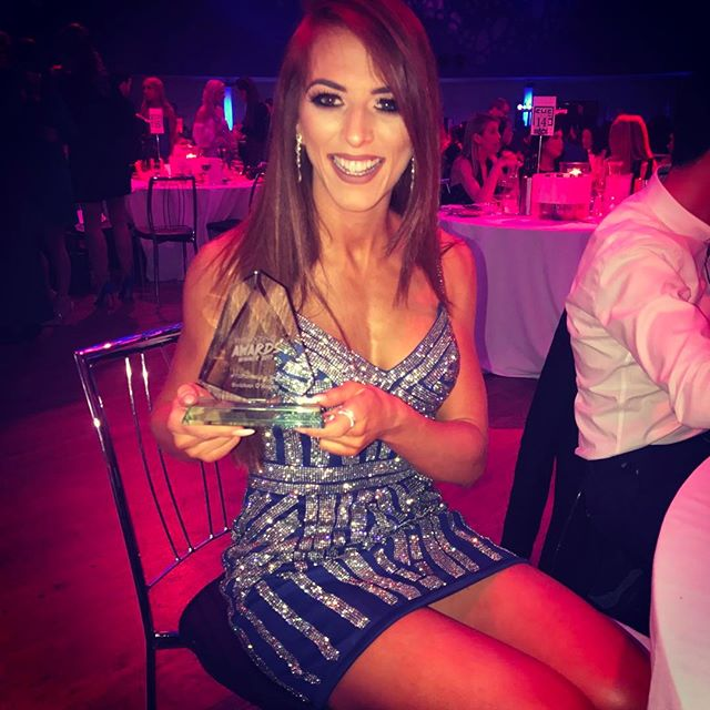 Whattttttt 😱 Absolutely in shock to win the #FitFam award!! There were so many amazing ladies nominated so thank you to everyone who voted for me! It means so much! This one is for you 💗 What a week 😅 #cloud9 #shemazinghpawards