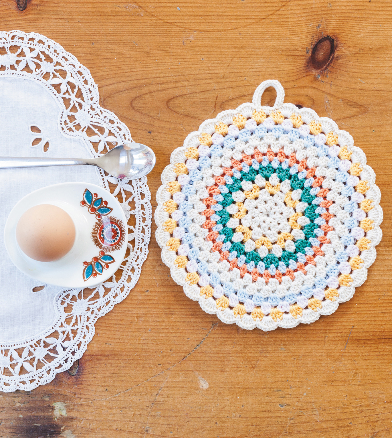 Simple Folk Cricle Potholder from Crochet Home by Emma Lamb | Crochet designs and styling by Emma Lamb / Photography by Jason M Jenkins