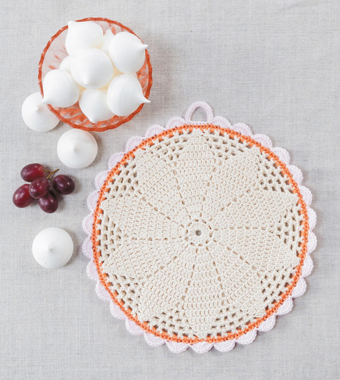 Filet Daisy Potholder from Crochet Home by Emma Lamb | Crochet designs and styling by Emma Lamb / Photography by Jason M Jenkins